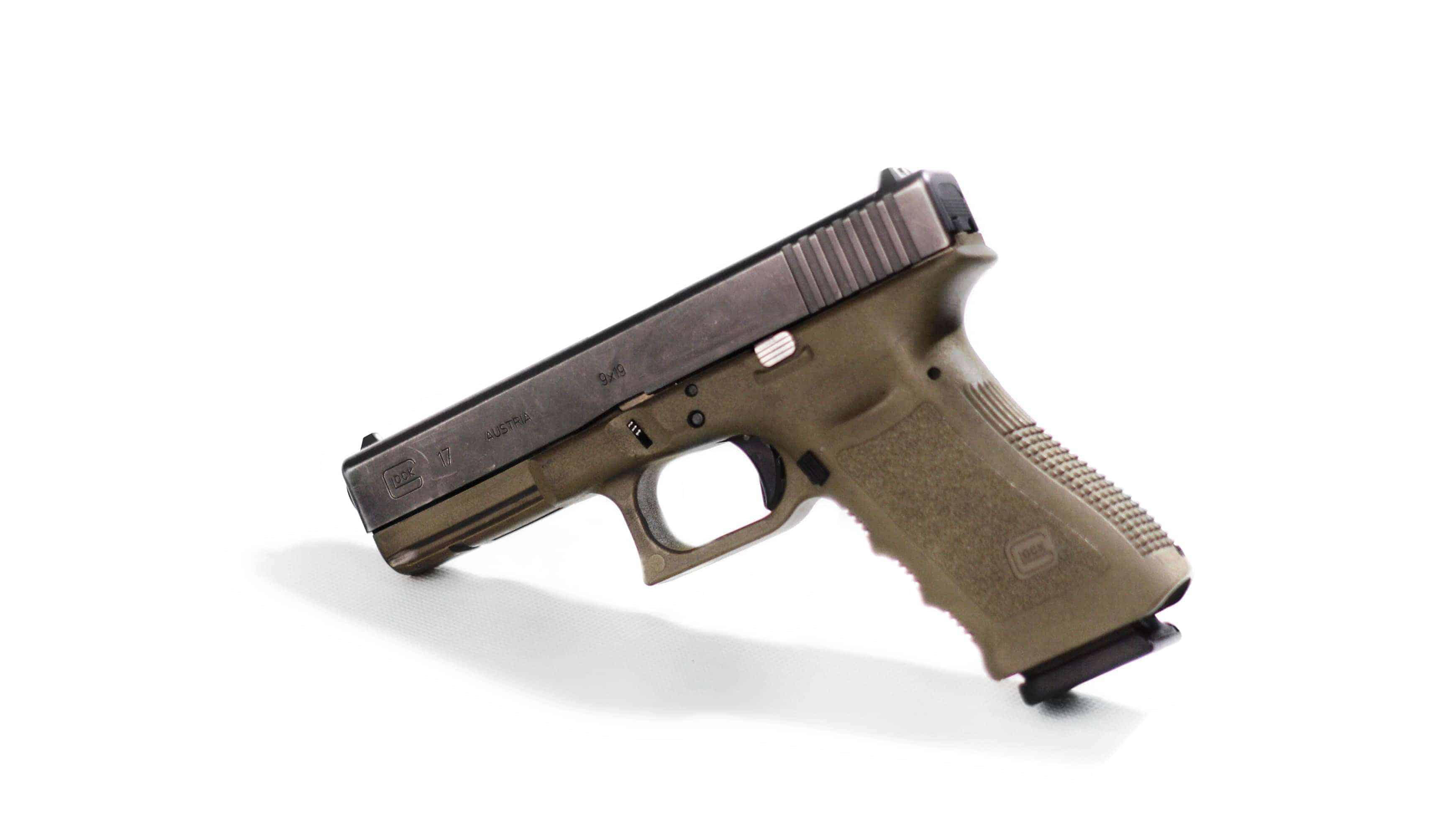 https://strzelnicabojowa.pl/uploads/guns/Glock17ol(9x19mm)-WEB-WIDE.JPG